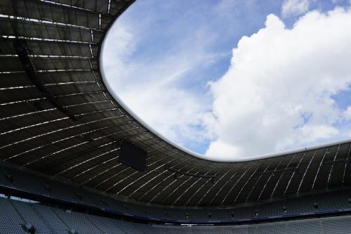 Wolkenloch im Fußballstadion