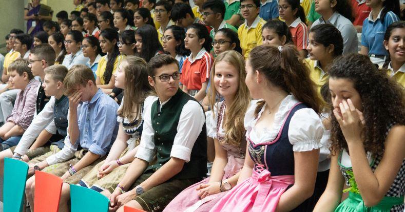Deutsche Schüler in Tracht