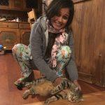 Sukriti und die Katze